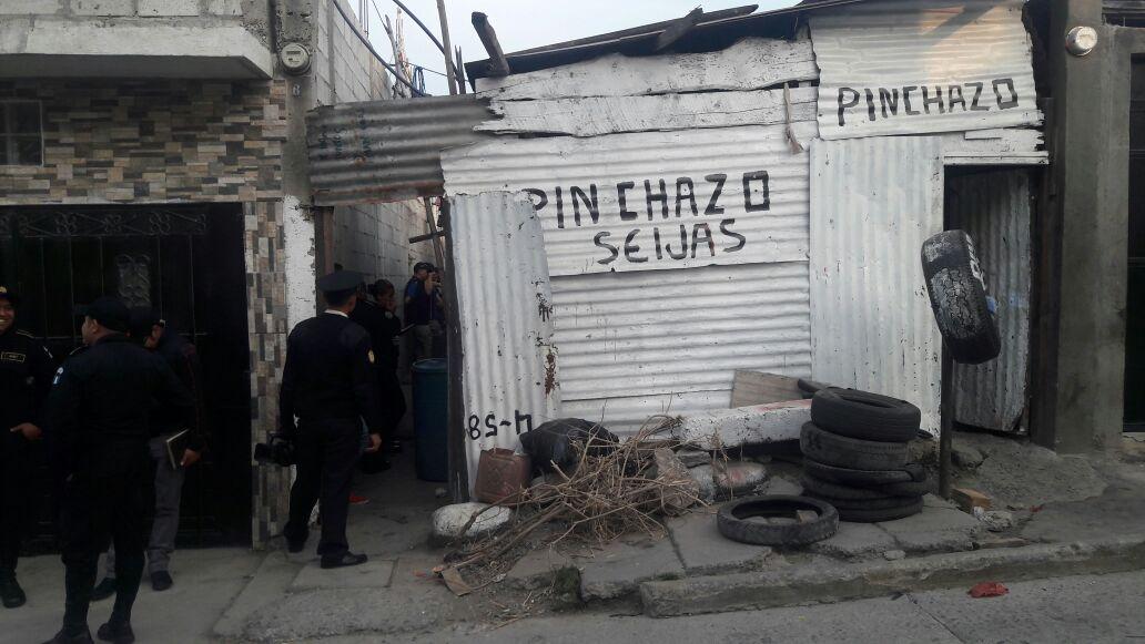Extorsionistas detenidos habrían exigido dinero a sus víctimas por llamadas telefónicas. (Foto Prensa Libre: Estuardo Paredes)