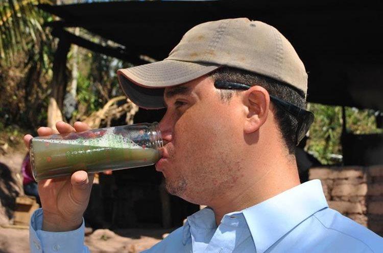El jugo de caña de azúcar se disfruta en vaso de vidrio con hielo. (Foto Prensa Libre: Mario Morales)