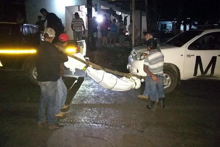 María Francisca Suchité, de 38 años, fue ultimada por su esposo, en la aldea Betel, Gualán, Zacapa. (Foto Prensa Libre: Julio Vargas)