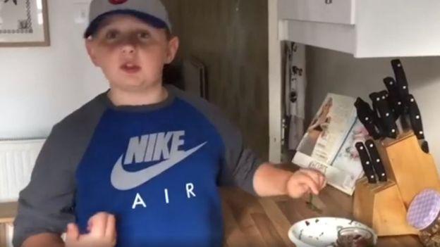 Harrison documenta su nuevo estilo de vida en redes sociales.