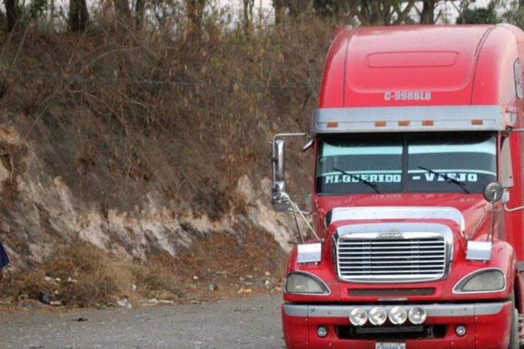 Automotor que fue recuperado en Sanarate, El Progreso. (Foto Prensa Libre: Hugo Oliva).