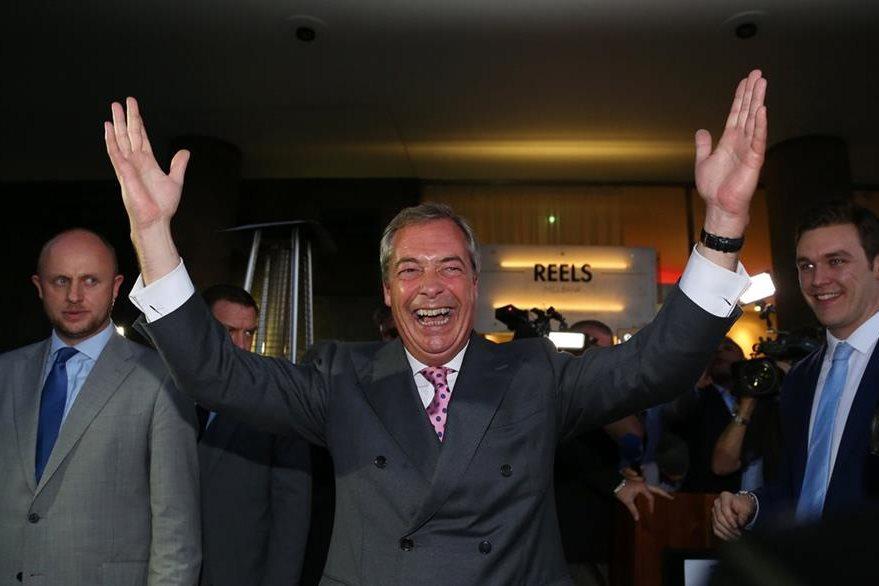 Líder del Partido de la Independencia del Reino Unido (UKIP), Nigel Farage, reacciona a los resultados del Brexit. (Foto Prensa Libre: AFP).