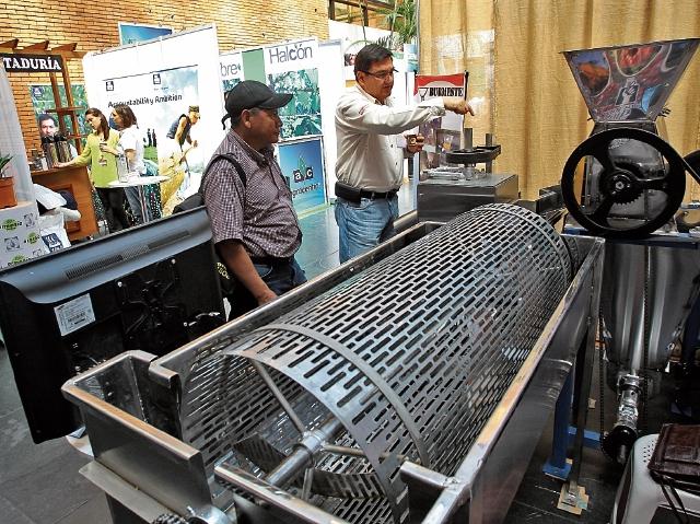 En el 28 Congreso Nacional del Café hay muestras del producto, insumos y maquinaria para diversos procesos. La actividad se desarrolla en la sede de Anacafé, zona 14.