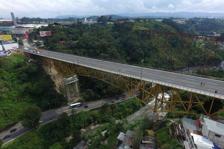 Durante este fin de semana, el puente Belice permanecerá cerrado por reparaciones. (Foto Prensa Libre: Sergio Rodríguez)
