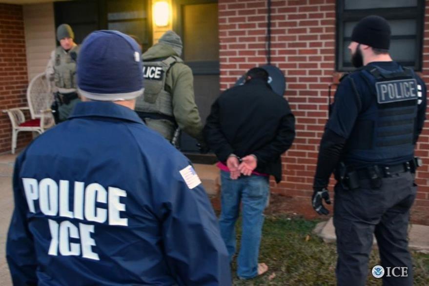 ICE difundió fotografías de los operativos efectuados durante la semana. ICE