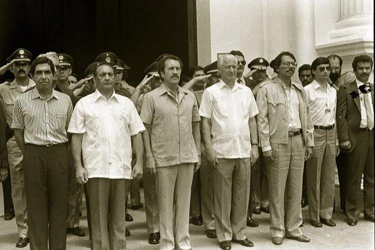 25/6/1986 Napoleón Duarte -segundo a la i- con otros mandatarios de C. A. (Foto: Hemeroteca PL