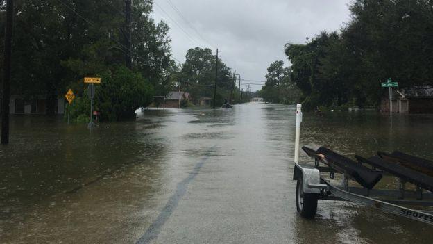 Las calles de Beaumont parecen canales.