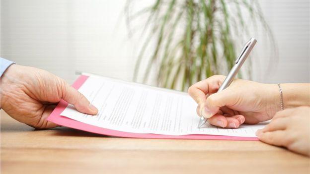 Muchos de los beneficios hay que discutirlos al momento de conseguir el empleo, sugieren las expertas en personal. (THINKSTOCK).