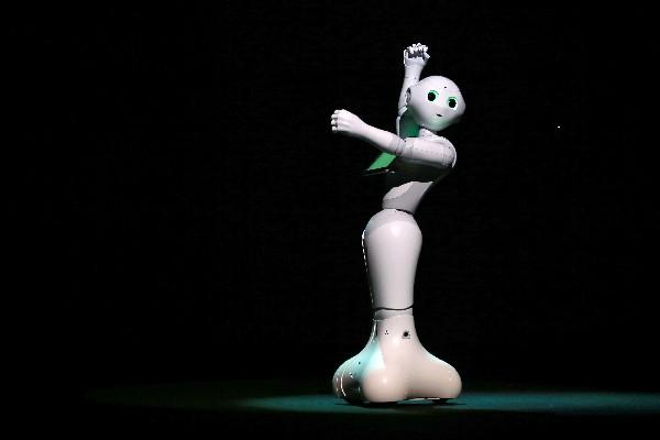 Pepper es un robot equipado con un corazón. (Foto Prensa Libre: AP)