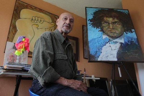 <p>Arnoldo Ramírez Amaya está catalogado por la crítica como uno de los más talentosos dibujantes de Guatemala. Prolífico y audaz en el trazo, ha trabajado dibujo, pintura, caricatura, escultura y, recientemente, ha incursionado en el uso de técnicas digitales. (Foto Prensa Libre: Paulo Raquec).<br></p>