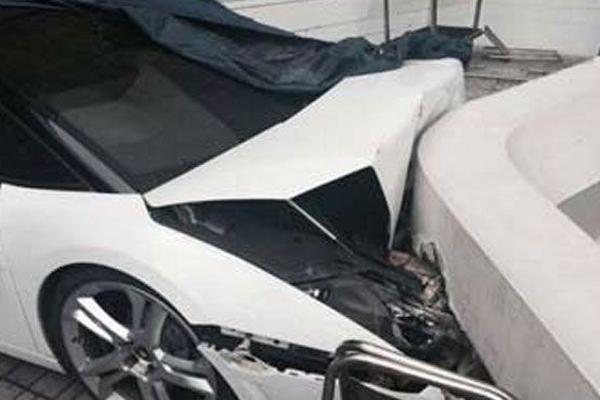 <p>Un valet parking del hotel Le Meridien en Nueva Delhi chocó el Lamborghini de uno de los huéspedes. (Foto Prensa Libre: YouTube)</p>