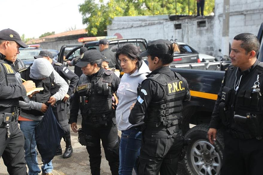 Varios detenidos son sindicados de 15 asesinatos, entre ellos el de una mujer embarazada. (Foto Prensa Libre: Érick Ávila)