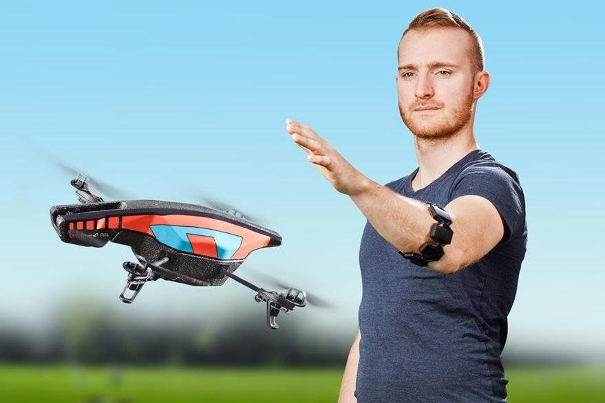 Algunos drones y robots pueden manejarse de manera remota con Myo. (Foto Prensa Libre: Thalmic Labs).