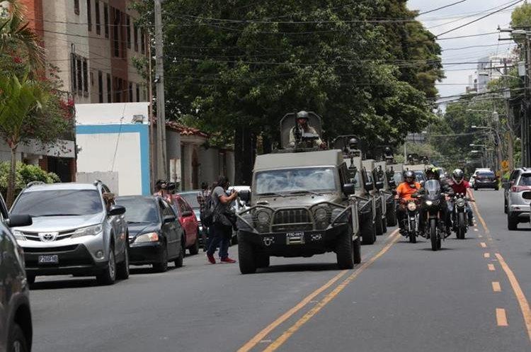 Vehículos pertenecen a las Fuerzas Combinadas de PNC y Ejército. (Foto Prensa Libre: Estuardo Paredes)