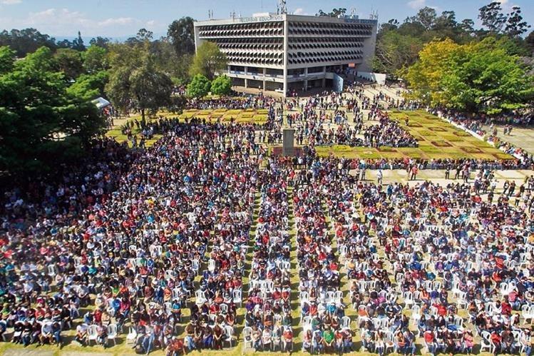 Más de 172 mil estudiantes asisten a la sede central de la Usac. (Foto Prensa Libre: Hemeroteca PL)