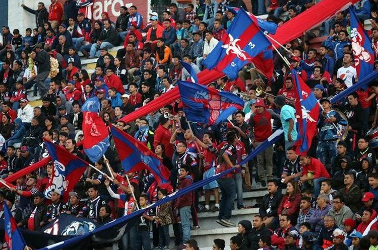 La afición quetzalteca apoyó en todo momento a su equipo. (Foto Prensa Libre: Carlos Ventura)