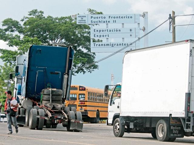 El paso por la aduana Tecún Umán empieza a agilizarse y se espera que sea normal en unos días.