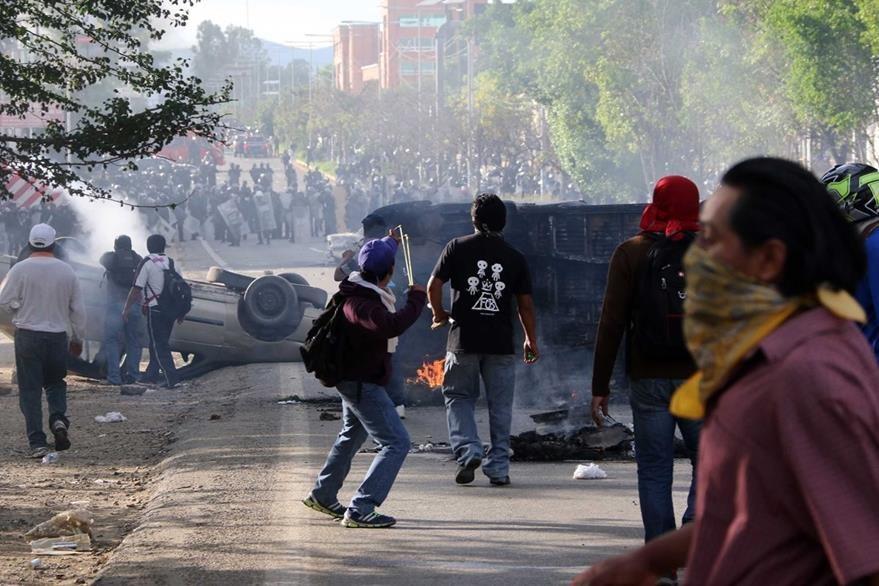 """Una de las posturas del magisterio mexicano es el """"no"""" a la reforma educativa. (Foto Prensa Libre: AP)."""