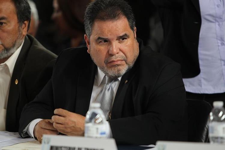 Carlos Alvarado, rector de la Usac, en una citación del Congreso. (Foto Prensa Libre: Erick Avila)