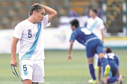 Mario Rodas, de la Sub 17 de Guatemala, en la última participación en el Premundial de Honduras 2015. (Foto Prensa Libre).