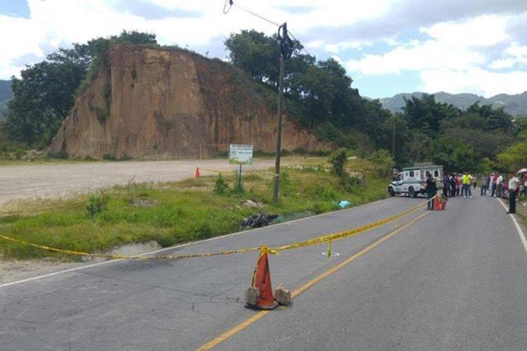 El cuerpo de Quevedo quedó a pocos metros de la motocicleta en la que se movilizaba. (Foto: MP)