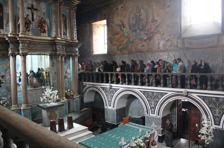 Interior del Santuario de la Virgen de Candelaria en Chiantla, Huehuetenango. (Foto: Hemeroteca PL)