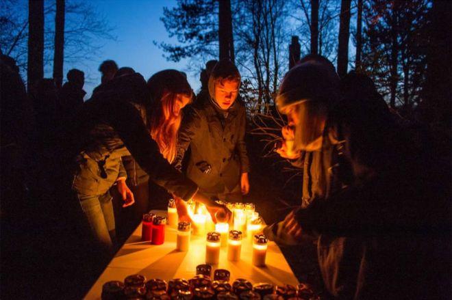 Hoy cientos de holandeses honran la memoria de los prisioneros uzbekos asesinados por los nazis. MARCO HOFSTE PHOTOGRAPHY