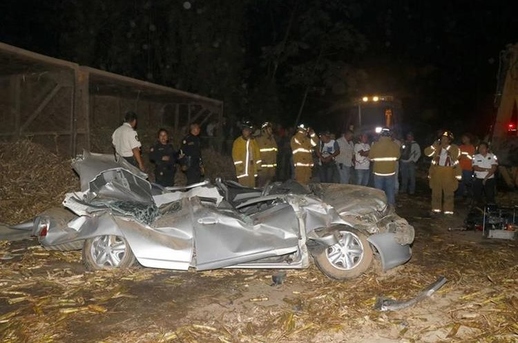 Algunos percances han ocurrido por mal estado de las rutas y cansancio de los pilotos. (Foto Prensa Libre:  Enrique Paredes)