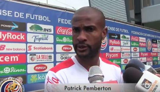 Patrick Pemberton da declaraciones a los medios durante la concentración de Costa Rica para la Hexagonal. (Foto Prensa Libre: Captura de Pantalla Youtube)