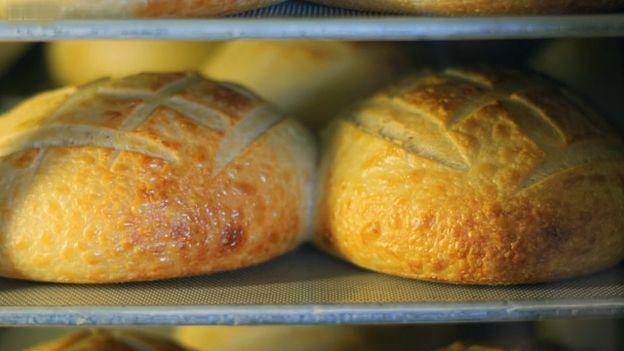 Pan horneándose... ya casi está listo. BBC SPORT