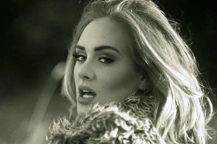 Adele sigue conquistando seguidores con el videoclip del tema Hello. (Foto Prensa Libre: Hemeroteca PL)