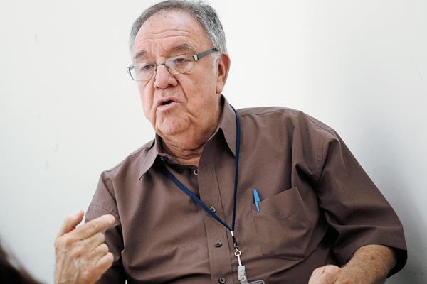 Fernando Leal Estevez, exinterventor de FEGUA visita la redacción de Prensa Libre. (Foto Prensa Libre: Esbin Garcia)