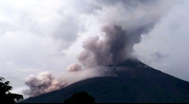 Volcán de fuego se mantiene en erupción efusiva (Foto Prensa Libre: Conred)