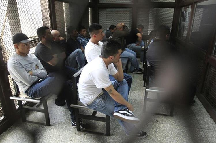 Integrantes de la banda <em>Los Recicladores </em>son sentenciados a entre 25 y 173 años de cárcel por la muerte de 11 recolectores de basura. (Foto Prensa Libre:&nbsp; Edwin Bercián)