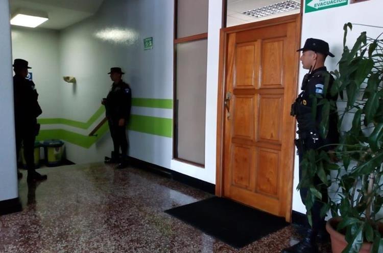 PNC acompaña al MP y Cicig en los allanamientos. (Foto Prensa Libre: Óscar Rivas)