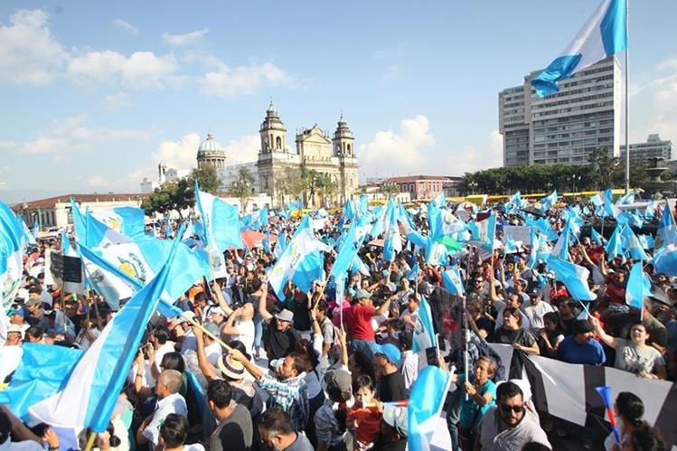 El domingo 27 de agosto el presidente Jimmy Morales declaró persona no grata al jefe de Cicig, Iván Velásquez, lo que desató manifestaciones. (Foto Prensa Libre: HemerotecaPL).