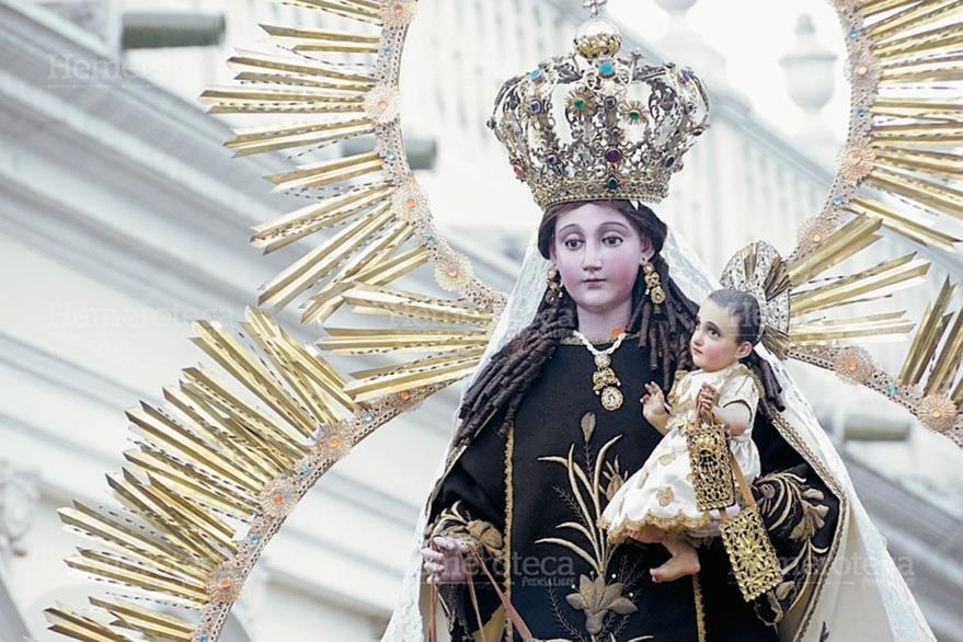 Imagen patronal de la Virgen del Carmen, durante su última procesión en 2014. (Foto: Néstor Galicia)