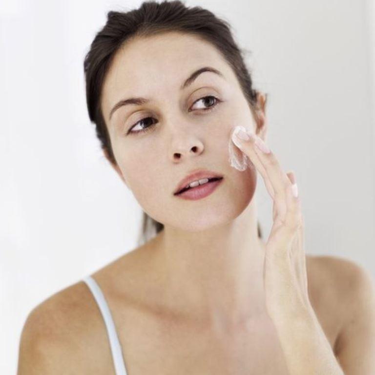 Muchas cremas cosméticas también tienen fechas de vencimiento. (THINKSTOCK)