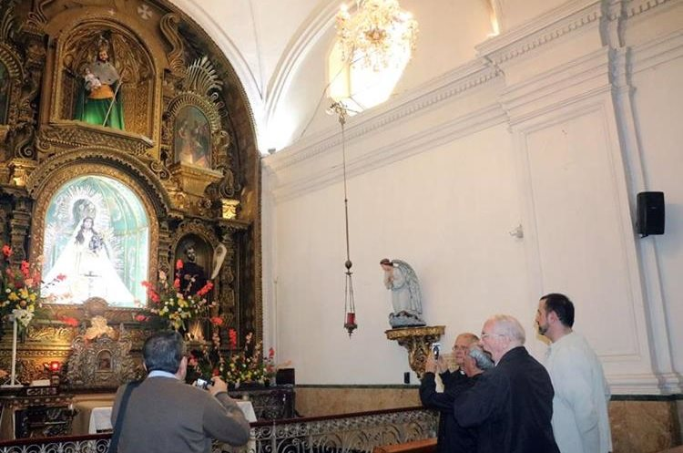 La capilla de la Virgen del Rosario resultó con daños, según un segundo informe. (Foto Prensa Libre: Carlos Ventura)