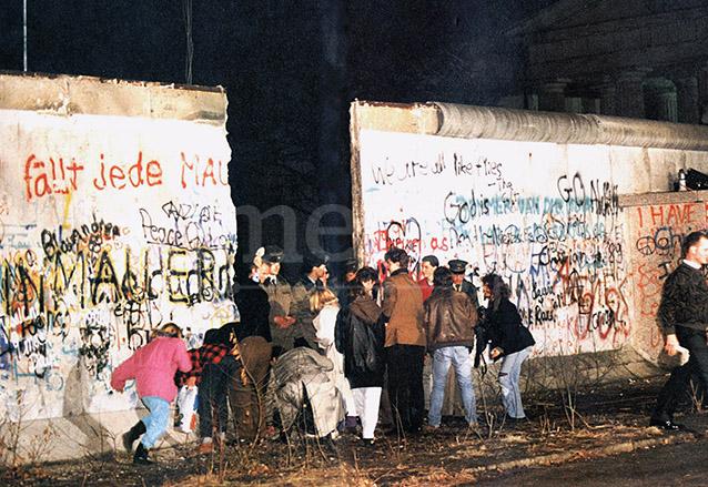 Los mismos ciudadanos colaboraron con derribar el muro. (Foto: Hemeroteca PL)