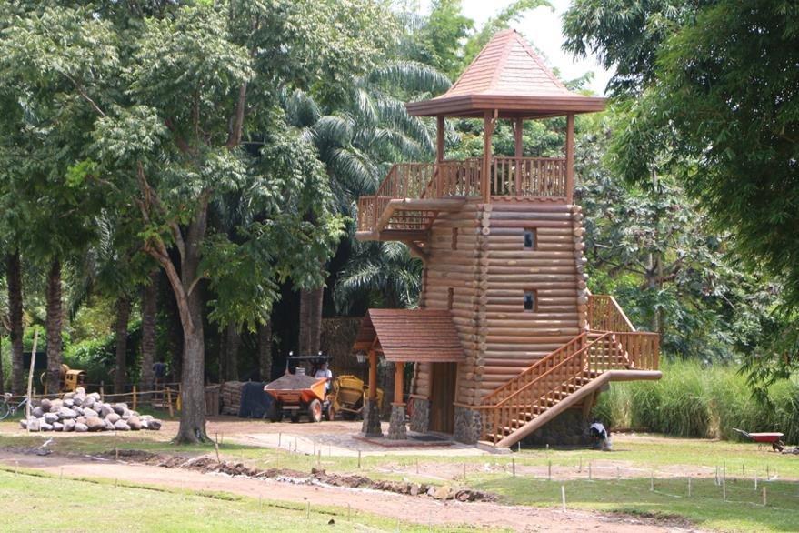 Una de  las casas-árbol en el nuevo parque recreativo del Irtra en Retalhuleu. (Foto Prensa Libre: Rolando Miranda)