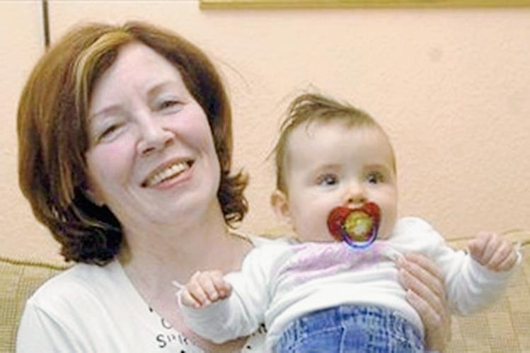 Annegret Raunigk, madre de 13 hijos y siete veces abuela, ha vuelto a quedarse embarazada, esta vez de cuatrillizos. (Foto Prensa Libre: EFE)
