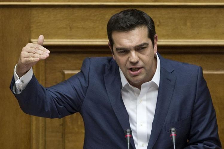 Alexis Tsipras habla ante el parlamento griego después de haber tomado posesión. (Foto Prensa Libre: AP).