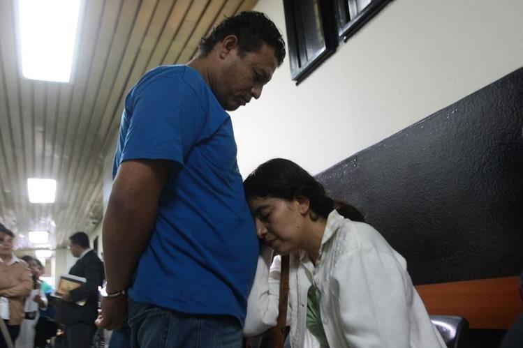 Ryner Villatoro y Rosaura Monzón son procesados por parricidio en grado de tentativa. (Foto Prensa Libre: Álvaro Interiano)