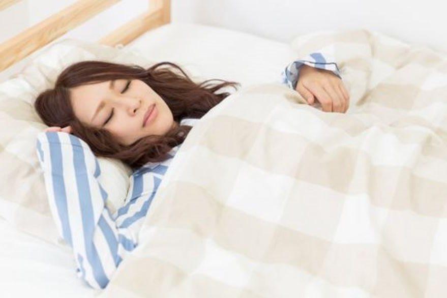 Si estamos muy abrigados al dormir, interferimos con la capacidad natural de nuestro cuerpo de regular la temperatura. (THINKSTOCK)