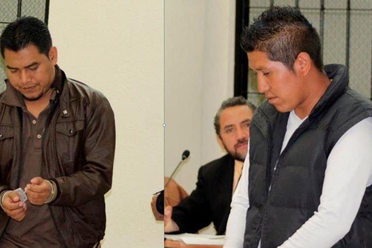 Los dos sindicados de cometer extorsión en Xela. (Foto Prensa Libre: María José Longo).