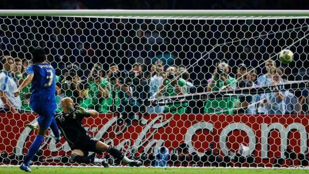 """Para Marco van Basten, el shoot out sería """"más habilidad que suerte y tal vez más espectacular"""" que el penal. (Getty Images)"""