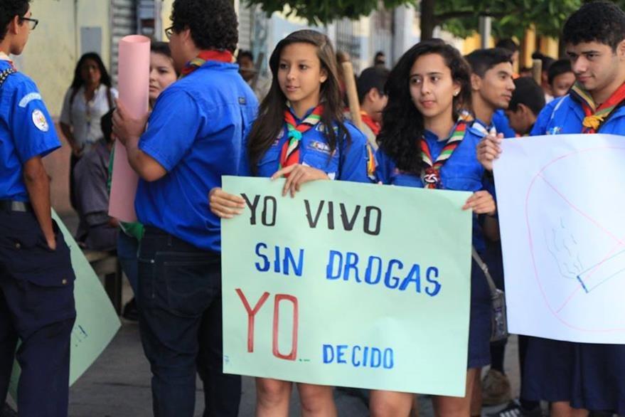 Un grupo de Scouts participó activamente de la iniciativa de la PNC. (Foto Prensa Libre: PNC)