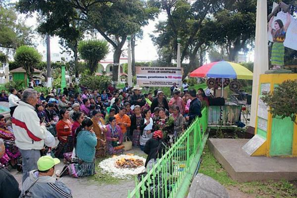 Familiares de desaparecidos conmemoran Día Nacional de la Dignidad de las Víctimas del Conflicto Armado (Foto Prensa Libre: José Rosales)