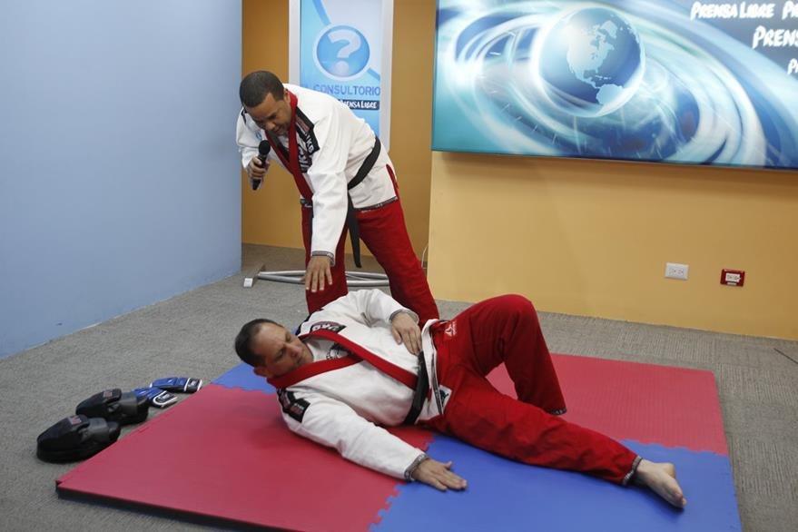 En el judokickbox se enseña que las caídas tienen una técnica específica, a fin de evitar lesiones en la columna vertebral.
